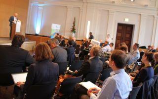 Staatssekretär Thomas Kralinski spricht bei der Dialogveranstaltung. (Foto: Staatskanzlei)
