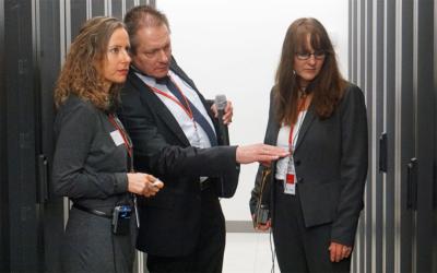 Staatssekretärinnen Trochowski und Lange mit ZIT-BB-Geschäftsführer Nußbaum