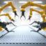 Roboterarme an einem Fließband (Foto: Thomas Söllner – stock.adobe.com)
