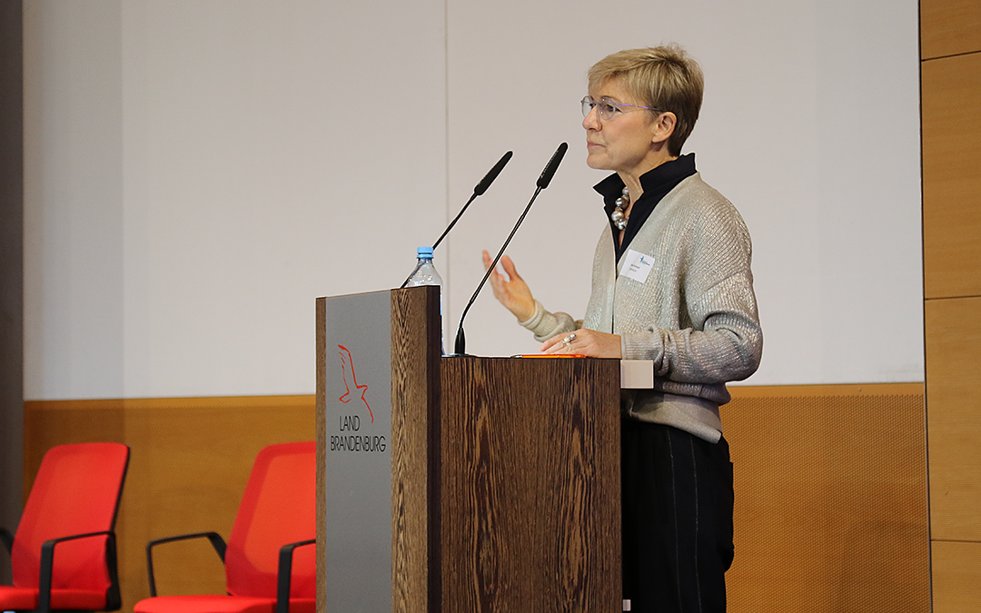 Moderatorin Heike Schmoll