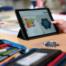 Ein Tablet wird im Schulunterricht eingesetzt (Foto: picture alliance/Uli Deck/dpa)